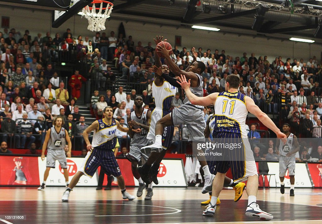 Artland Dragons v EWE Baskets Oldenburg - Beko BBL