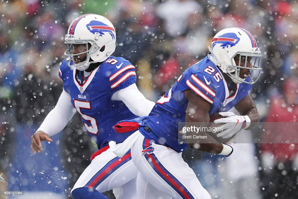 Tyrod Taylor #5 of the Buffalo Bills hands off to LeSean McCoy #25 of the Buffalo Bills against the Pittsburgh Steelers during the first half at New Era Field on December 11, 2016 in Orchard Park, New York.