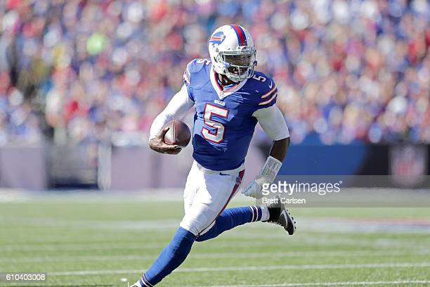 Tyrod Taylor of the Buffalo Bills runs for a touchdown against the Arizona Cardinals during the second half at New Era Field on September 25 2016 in...