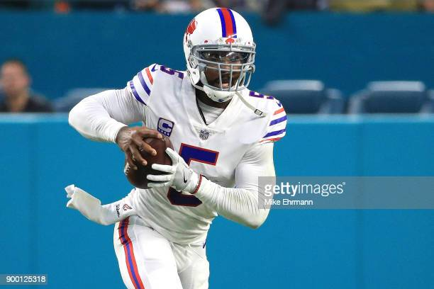 Tyrod Taylor of the Buffalo Bills rushes during the second quarter against the Miami Dolphins at Hard Rock Stadium on December 31 2017 in Miami...