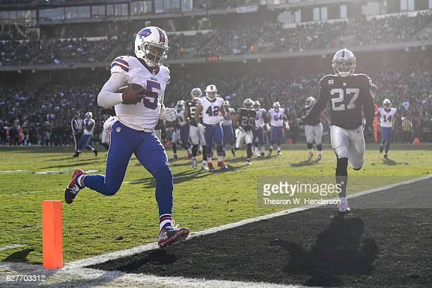 Tyrod Taylor of the Buffalo Bills rushes for a 12-yard touchdown against the Oakland Raiders during their NFL game at Oakland Alameda Coliseum on...