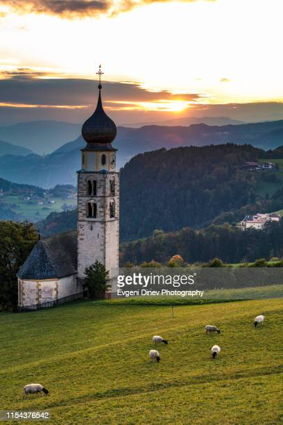 tyrolean church with a clocktower - cappella foto e immagini stock