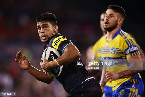 Tyrone Peachey of the Panthers beats the defence to score a try during the round 12 NRL match between the Penrith Panthers and the Parramatta Eels at...