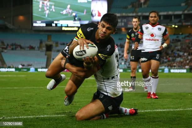 Tyrone Peachey of the Panthers scores a try during the NRL Elimination Final match between the Penrith Panthers and the New Zealand Warriors at ANZ...