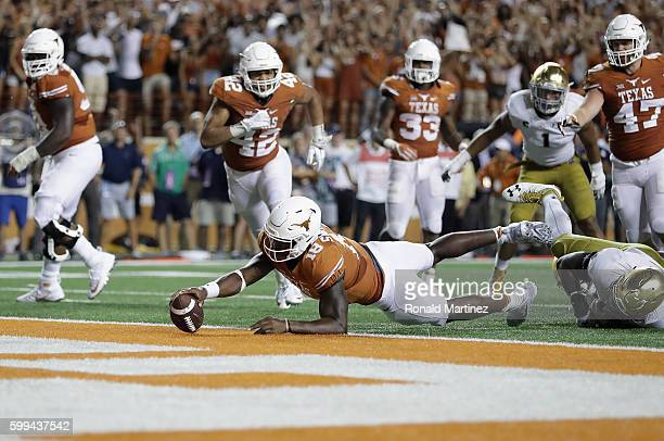 Tyrone Swoopes of the Texas Longhorns dives for the game-winning touchdown in the second overtime against the Notre Dame Fighting Irish at Darrell K....