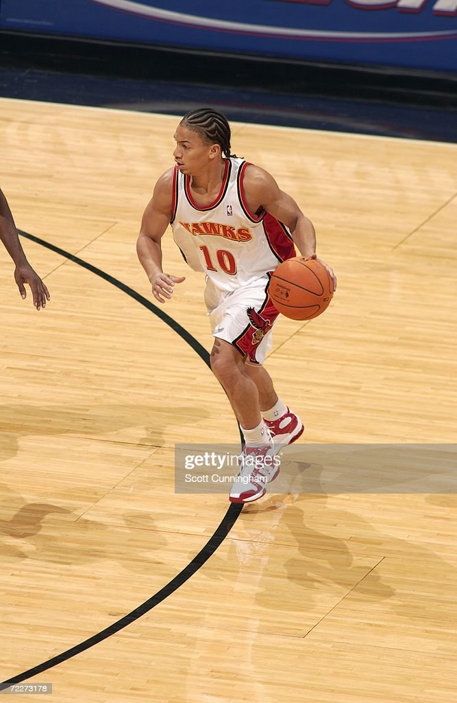 Tyronn Lue #10 of the Atlanta Hawks drives during a preseason game against the Washington Wizards at Philips Arena on October 23, 2006 in Atlanta, Georgia. The Wizards won 110-105.