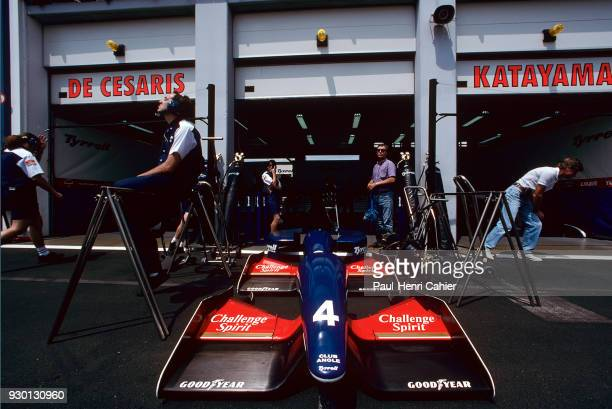 TyrrellYamlaha 020 Grand Prix of France Circuit de Nevers MagnyCours 04 July 1993 Pit lane atmosphere in front of the Tyrrell garage in Magny Cours