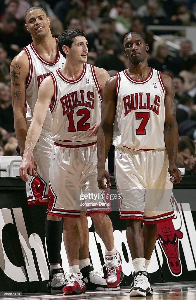 Tyson Chandler, Kirk Hinrich and Ben Gordon of the Chicago