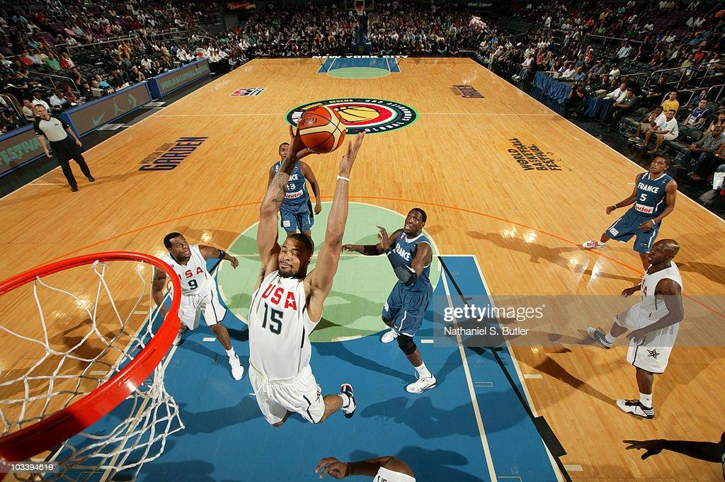 Tyson Chandler #15 of the USA Men's National Team team dunks against France at Madison Square Garden on August 15, 2010 in New York City.