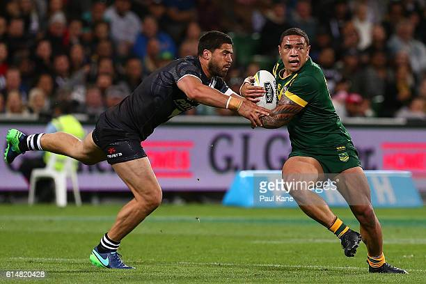 Tyson Frizell of Australia looks to avoid being tackled by Jesse Bromwich of New Zealand during the International Rugby League Test match between the...