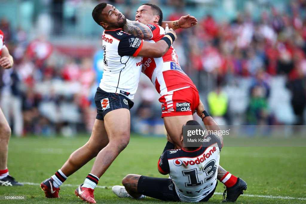 Tyson Frizell of the Dragons is tackled by Sam Lisone and Adam Blair of the Warriors during the round 21 NRL match between the St George Illawarra Dragons and the New Zealand Warriors at WIN Stadium on August 4, 2018 in Wollongong, Australia.