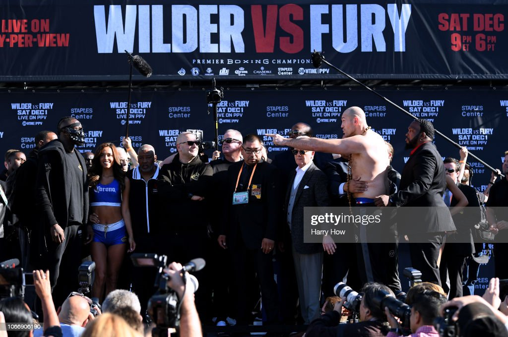 Deontay Wilder v Tyson Fury: Weigh-in : ニュース写真