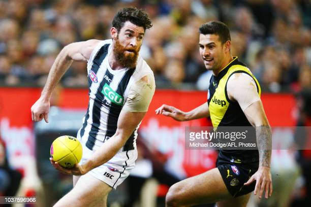 Tyson Goldsack of Collingwood handballs during the AFL Preliminary Final match between the Richmond Tigers and the Collingwood Magpies on September...