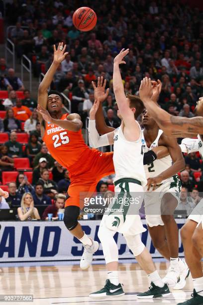 Tyus Battle of the Syracuse Orange shoots the ball during the first half against the Michigan State Spartans in the second round of the 2018 NCAA...