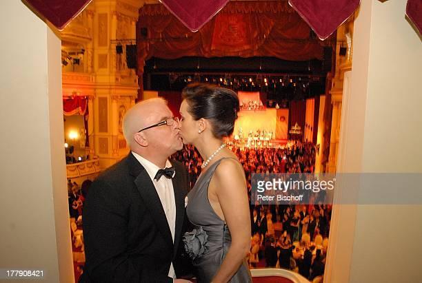 "Tzi , Ehefrau Sonja, 4. ""Semper Opernball"", Dresden, Sachsen, Deutschland, Europa, Loge, verliebt, Kuss, küssen, Ball, feier, feiern, Schlager-Sänger,"