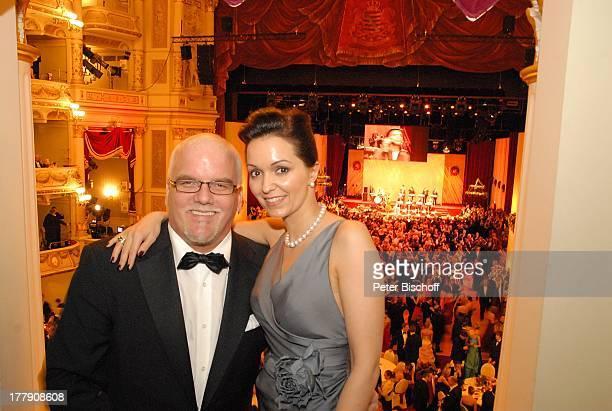 "Tzi , Ehefrau Sonja, 4. ""Semper Opernball"", Dresden, Sachsen, Deutschland, Europa, Loge, umarmen, Ball, feier, feiern, Schlager-Sänger,"