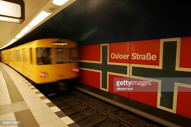 UBahnhof Osloer Straße Bahnsteig und Zug bei der Einfahrt