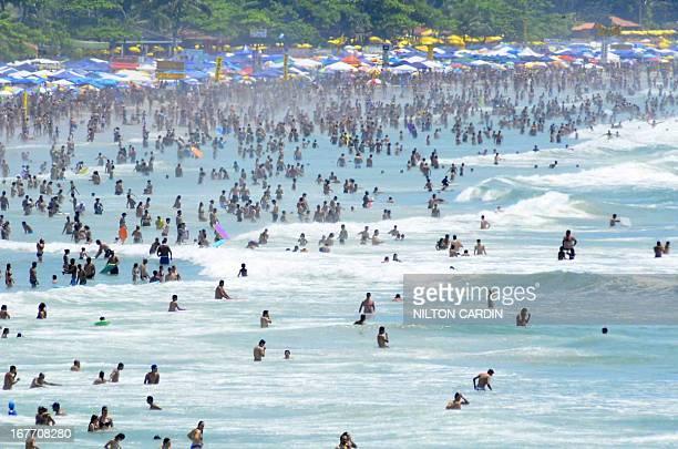 CONTENT] 612013 ubatubasplitoral norte banhistas aproveitam o primeiro domingo do ano na praia grande sol forte e calor intenso photo NILTON