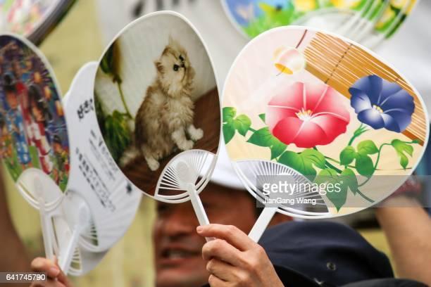 uchiha hand fans - festival tanabata foto e immagini stock