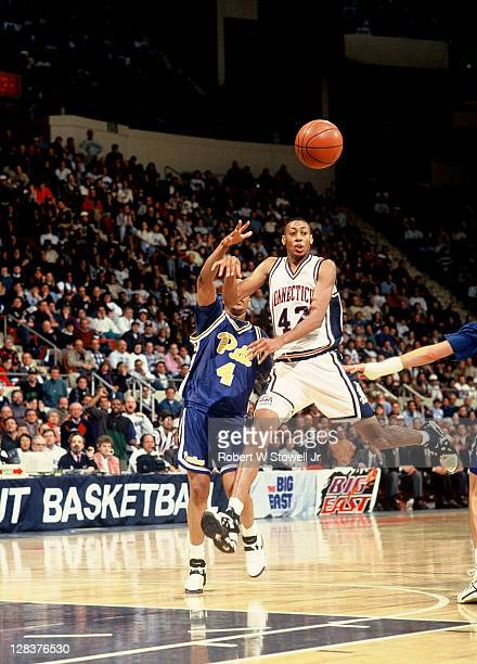 UConn's Donyell Marshall dishes the ball on a fast break in a Big East game against the University of Pittsburgh, Hartford CT 1994.