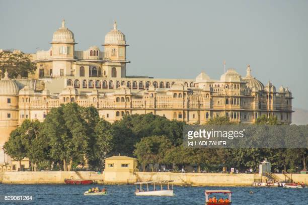 udaipur city palace and lake pichola | rajasthan | india - maharaja stock pictures, royalty-free photos & images