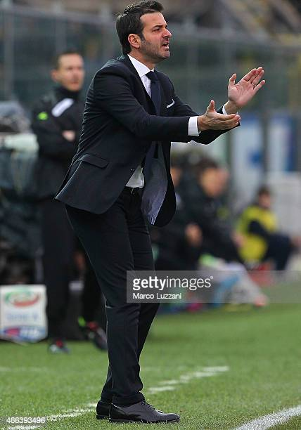 Udinese Calcio coach Andrea Stramaccioni issues instructions to his players during the Serie A match between Atalanta BC and Udinese Calcio at Stadio...