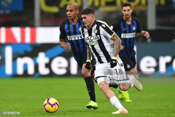 Udinese's Argentine midfielder Rodrigo De Paul outruns Inter Milan's Portuguese midfielder Joao Mario during the Italian Serie A football match Inter...