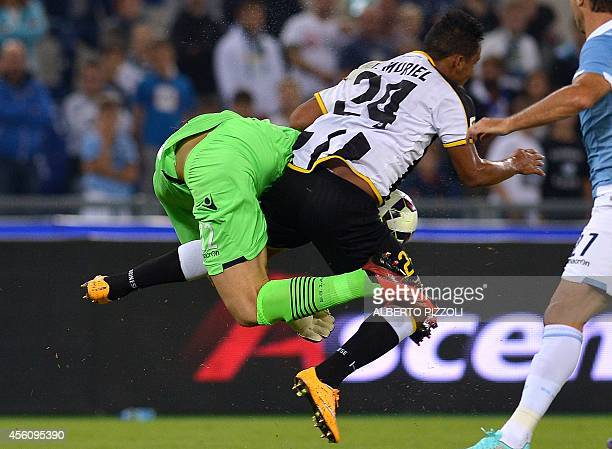 Udinese's colombian defender Muriel Fruto Luis Fernando fight for the ball with Lazio's goalkeeper Federico Marchetti during the Italian Serie A...
