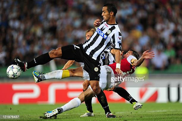 Udinese's French defender Benatia Al Mouttaqui Mehdi Amine duels with Arsenal's forward of Dutch Robin van Persie next to Udinese's Sweden defender...