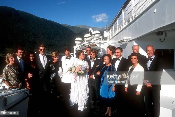 Udo Jürgens, Ehefrau Panja, Tochter Jenny, Schwiegersohn Michael Lindner, Sohn John, dessen Lebensgefährtin Jeannie Dupny, Hochzeitsreise von J e n n...