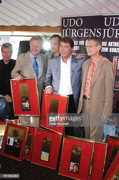 Udo Jürgens Freddy Burger Jörg Hellwig Wolfgang Hofer Name auf Wunsch Verleihung 4 x Gold für CDJetzt oder nie Sampler Zeig mir den Platz an der...