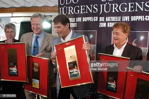Udo Jürgens Freddy Burger Peter Wagner Wolfgang Hofer Verleihung 4 x Gold für CDJetzt oder nie Sampler Zeig mir den Platz an der Sonne...