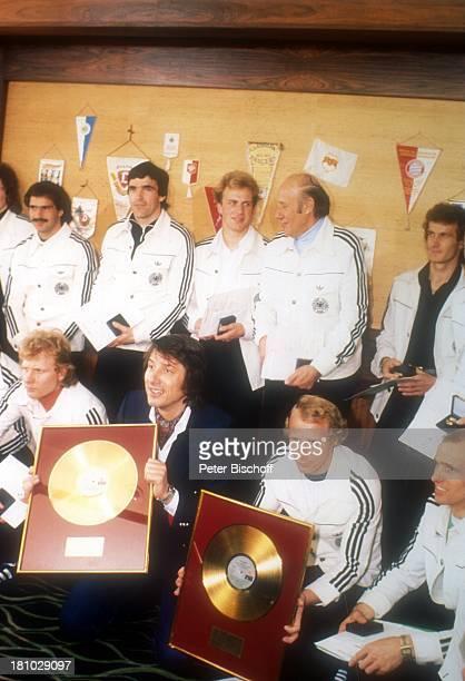 Udo Jürgens Fußballnationalmannschaft Köln Sänger ProfiSportler ProfiFußballer Goldene Schallplatte Trikot Sportkleidung Trainingsanzug Promis...