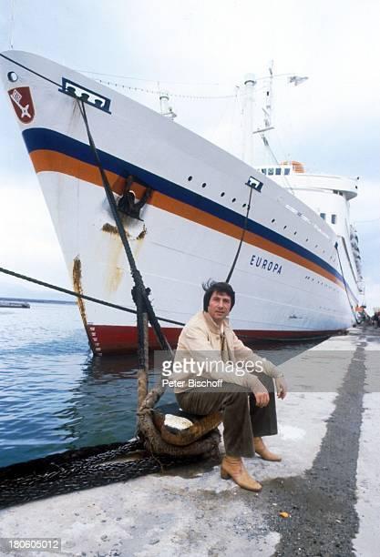 Udo Jürgens Hochzeitsreise von J e n n y J ü r ge n s Kreuzfahrt MS Europa Schiff Wasser Meer KreuzfahrtSchiff Hafen Poller Tau Sänger