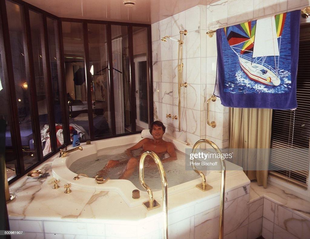 Luxus badezimmer mit whirlpool  Udo Jürgens, , , Homestory, Zürich, Schweiz, Europa, Luxus ...