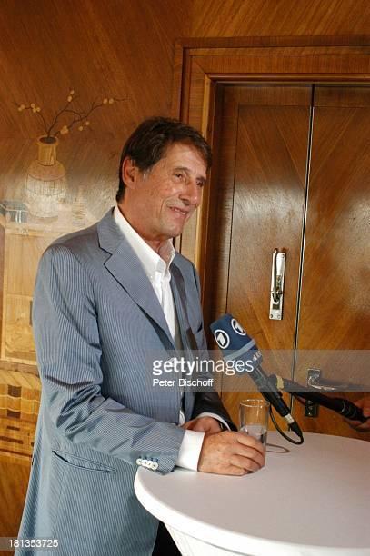 Udo Jürgens InterviewTermin nach Verleihung 4 x Gold für CDJetzt oder nie Sampler Zeig mir den Platz an der Sonne Jubiläumsedition Aber bitte mit...