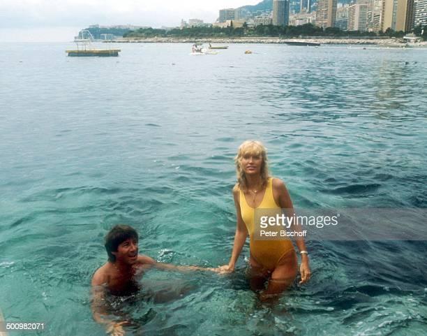 Udo Jürgens Lebensgefährtin Corinna Reinhold Urlaub Monaco/Monte Carlo Schlagersänger Sänger Meer Badebekleidung schimmen baden Promi Promis...