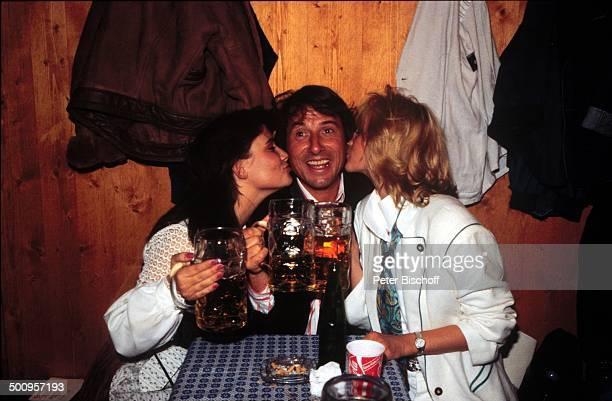 Udo Jürgens mit Freundin Corinna Reinhold und Tochter Jenny Münchner Oktoberfest Promi Foto PBischoff