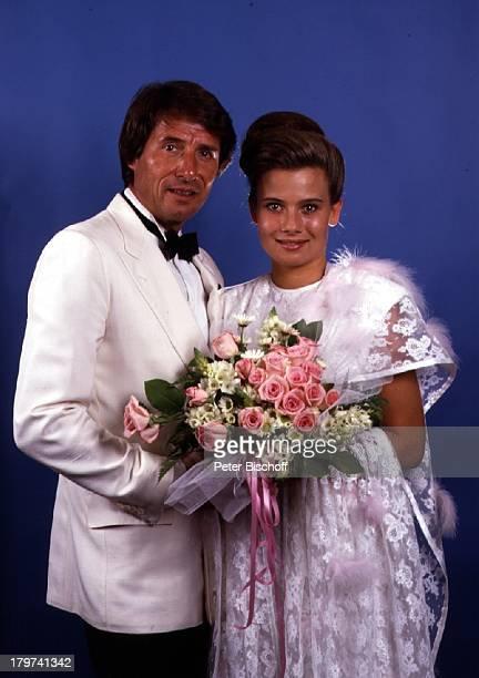 """Udo Jürgens mit Tochter Jenny, Kirchliche Trauung auf MS """"Europa"""", Blumen, Blumenstrauß, Hochzeit-Kleid, Schauspieler, Moderatorin, Sänger, Pianist,..."""
