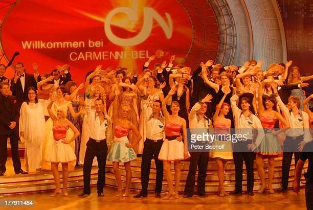 Udo Jürgens Nana Mouskouri mit Tänzern und Tänzerinnen von 'Deutsches Showballett Berlin' ZDFShow 'Willkommen bei C a r m e n N e b e l'...