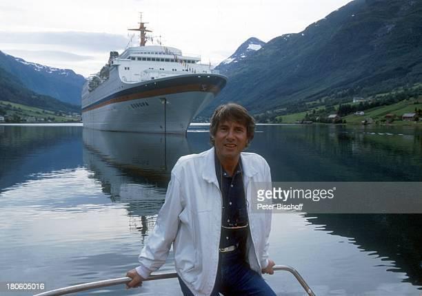 Udo Jürgens Norwegen Hochzeitsreise von J e n n y J ü r ge n s Kreuzfahrt MS Europa Schiff Wasser Meer KreuzfahrtSchiff Fjord Sänger