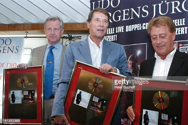 Udo Jürgens Peter Wagner Freddy Burger Verleihung 4 x Gold für CDJetzt oder nie Sampler Zeig mir den Platz an der Sonne Jubiläumsedition Aber bitte...