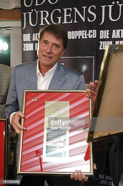 Udo Jürgens Verleihung 4 x Gold für CDJetzt oder nie Sampler Zeig mir den Platz an der Sonne Jubiläumsedition Aber bitte mit Sahne und im Bild DVD...