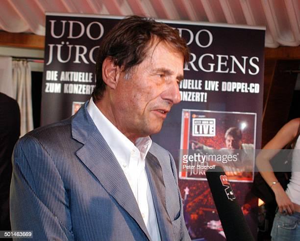 """Udo Jürgens, Verleihung 4 x Gold für CD""""Jetzt oder nie"""", Sampler """"Zeig mir den Platz an der Sonne"""", Jubiläumsedition """"Aber bitte mit Sahne"""" und DVD..."""