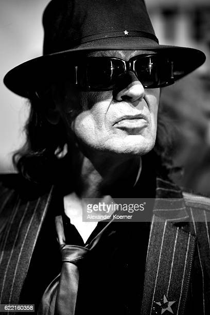 Udo Lindenberg attends the red carpet at the Hinterm Horizont Musical premiere at Stage Operretenhaus on November 10 2016 in Hamburg Germany