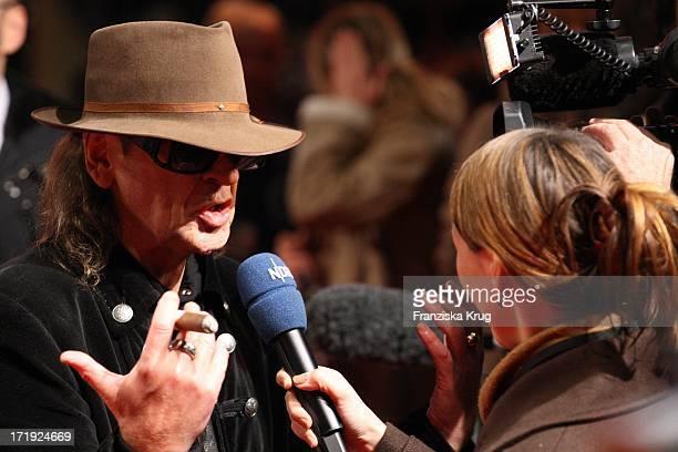 Udo Lindenberg Bei Der Premiere Des Musicals Hinterm Horizont Im Theater Am Potsdamer Platz In Berlin