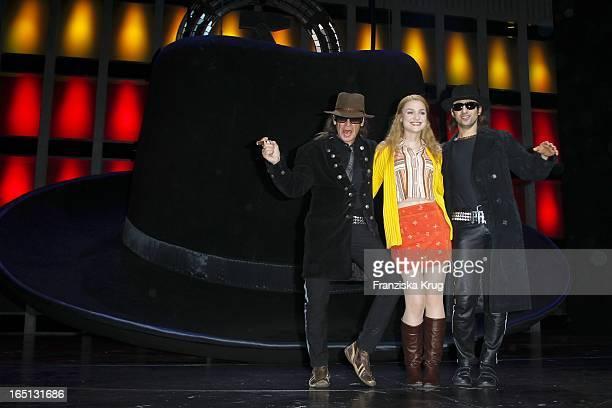 Udo Lindenberg Josephin Busch Und Serkan Kaya Stellen Das Musical Hinterm Horizont Am Theater Am Potsdamer Platz In Berlin Vor