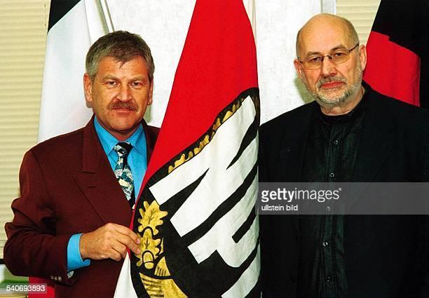 Udo Voigt, Bundesvorsitzender der Nationaldemokratischen Partei Deutschland und Rechtsanwalt Horst Mahler. Weitergabe an Dritte nur nach vorheriger...