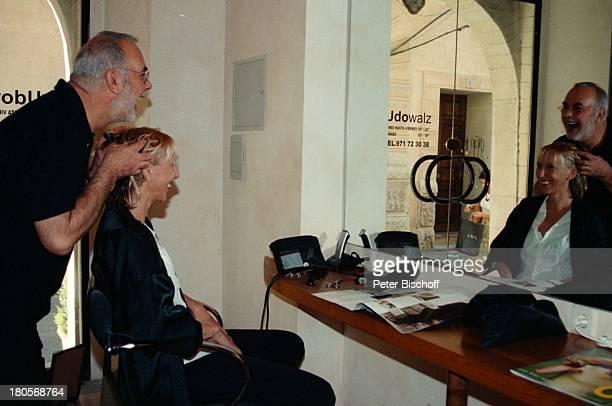 Udo Walz Beatrice Kollo StarFriseurUdo Walz die Eröffnung seines erstenFriseurSalons Frisör Mallorca/Spanien BrilleSalon Kundin waschen