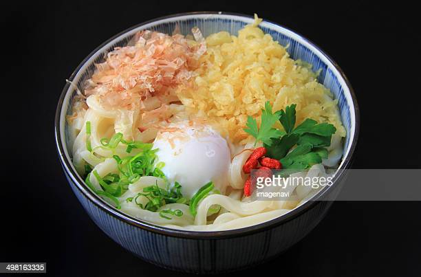 udon with hot spring egg - tenkasu stock pictures, royalty-free photos & images